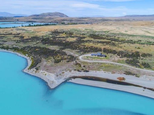 Isolation Bay is located in an exclusive private location on the Lake Tekapo shore.