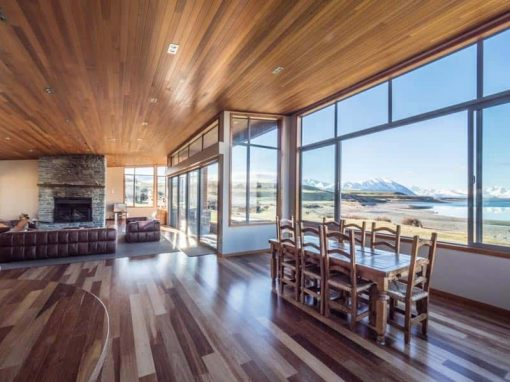 The beautiful, spacious living and dining area of Isolation Bay, an exclusive Lake Tekapo luxury accommodation.